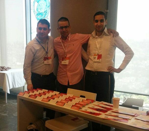 מימין לשמאל: יקיר סיטבון, יוני לוקסנברג, אריאל קליקשטיין (צילום: מרים שוואב, בכנס השנתי של וורדפרס בישראל WordCamp TLV 2014)